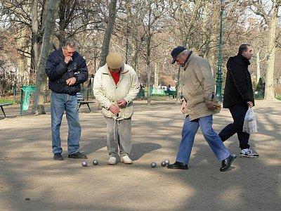 Typická francouzská hra pétanque