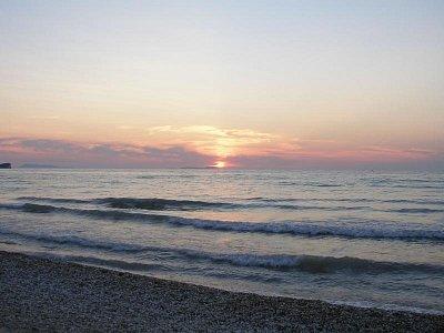 Corfu 2007 - Západ slunce-březen v Acharavi (nahrál: Jana Náplavová  )