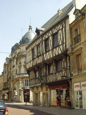 Typické stavby města Dijonu (nahrál: admin)