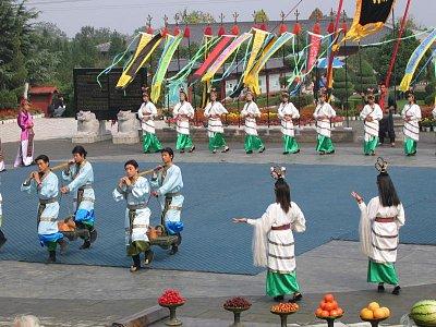 Okolí Xianu - folklórní představení (nahrál: admin)