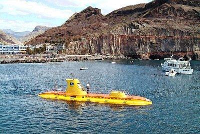 Puerto de Mogán-přístav - vyjíždí Yellow submarine na svoji podmořskou pouť (nahrál: Karolko)