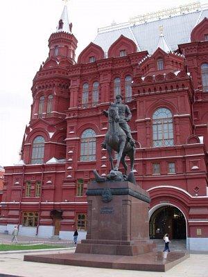 památník Žukovovi před Historickým muzeem (nahrál: Kamil Hainc)