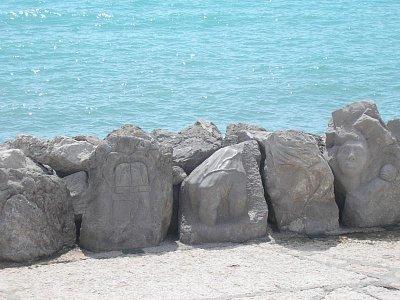 Caorle-promenáda - tesané kameny (nahrál: Zdeněk Majer)